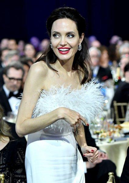 Американские СМИ сообщили о свадьбе Анджелина Джоли с любовником-миллиардером