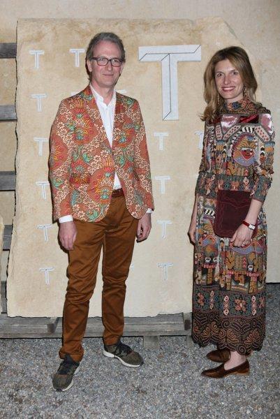 Брат принца Чарльза бросил беременную супругу ради любовницы