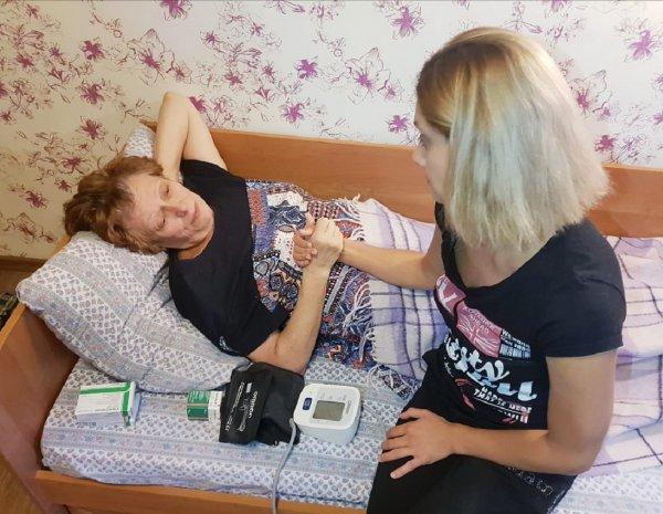 Карина Мишулина сообщила о самочувствии пережившей инсульт матери