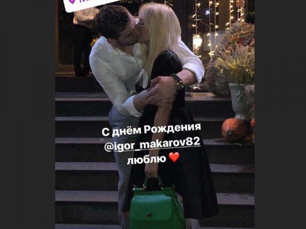Лера Кудрявцева подарила на день рождения мужу поцелуй