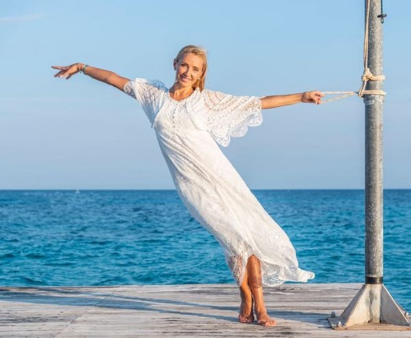 «Вирус Волочковой»: Татьяна Навка с торчащими сосками опозорилась у балетного станка