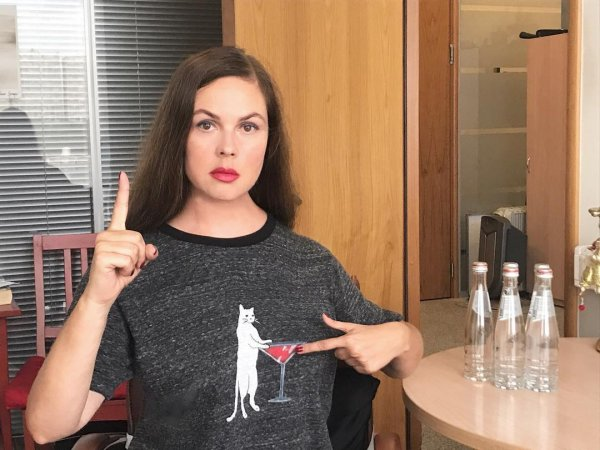 Скалкой по лицу: 56-летняя Екатерина Андреева раскрыла секрет молодости
