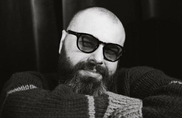 «Нет бороде»: Максим Фадеев обратился за советом по смене имиджа к фанатам