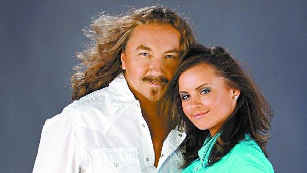 Игорь Николаев и его жена принимают поздравления в честь годовщины свадьбы