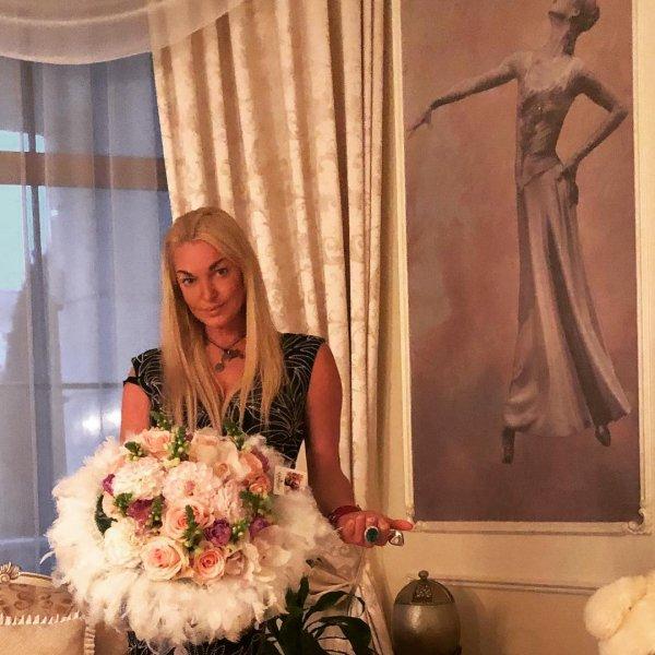 «Это перебор»: Волочкова носит парик ради нового образа