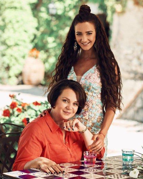 Мать Бузовой: Тарасов даже не сообщил, когда «выкинул» дочь на улицу