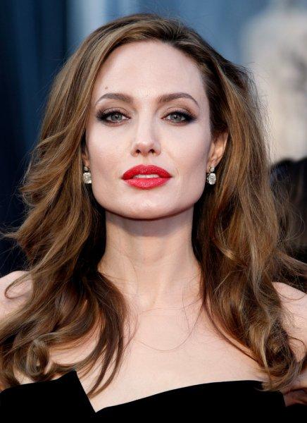 Анджелина Джоли стала блондинкой и поразила фанатов новым образом