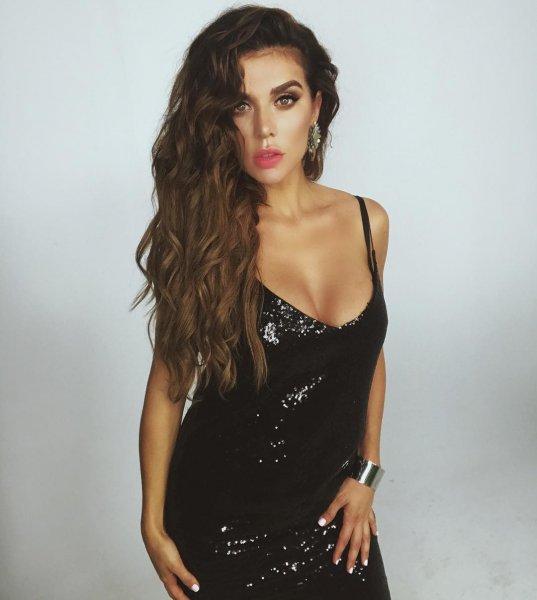 «Позорище!»: Анна Седокова дизайнерское платье Бекхэм выдала за собственный бренд – фанаты