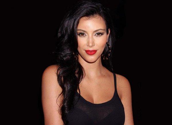 Ким Кардашьян жестко обругала сестер за наряды «чертовых клоунов»