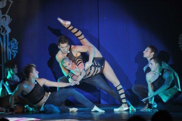 «Умирающий лебедь»: Волочкова опозорилась перед фанатами на репетиции с веером