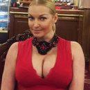 Волочкова заставляет дочь снимать ее голую грудь в прозрачном белье
