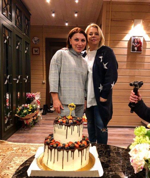 Яна Поплавская первой посетила новый дом Розы Сябитовой