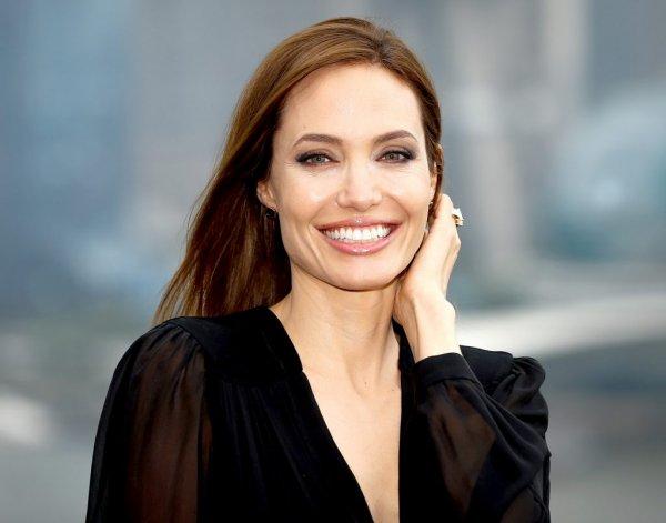 «Невозможно узнать!»: Анджелина Джоли без макияжа нарвалась на критику фанатов