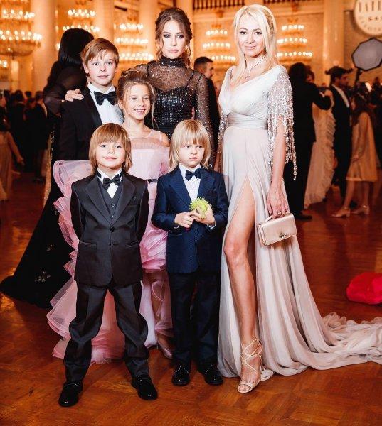 Барановская в черном платье затмила остальных знаменитых участниц бала Tatler