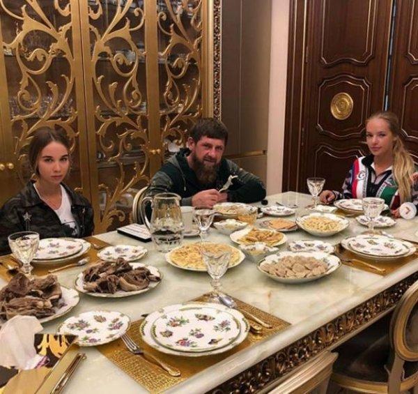 Кадыров дал уроки чеченской кулинарии Лизе Песковой