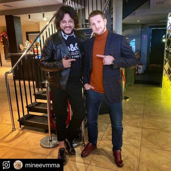 «К зиме ножки надо прятать»: Фанаты высмеяли костюм Киркорова в Instagram