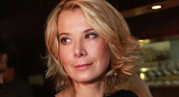 Юлии Высоцкой дали звание заслуженной артистки