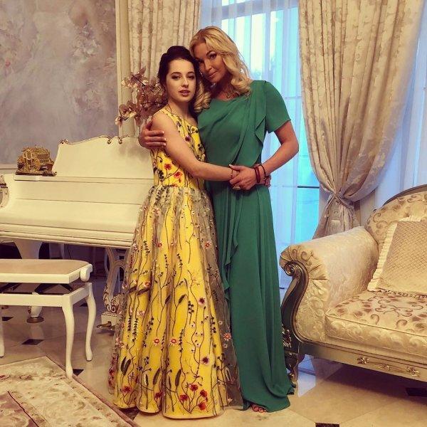 Дочь Волочковой может сбежать от матери-алкоголички за границу – соцсети