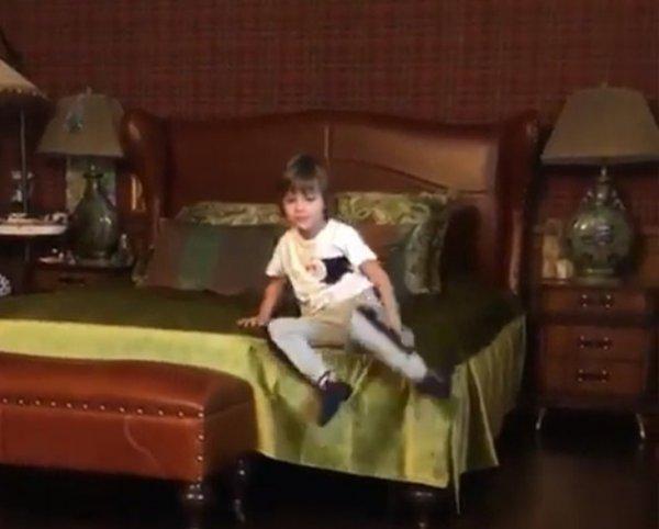 Старомодная мебель в доме Пугачёвой напугала фанатов