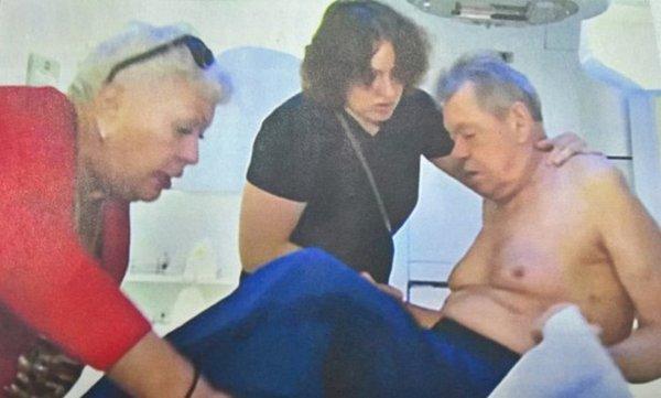 Предсмертные снимки Николая Караченцова из больничной палаты попали в прессу