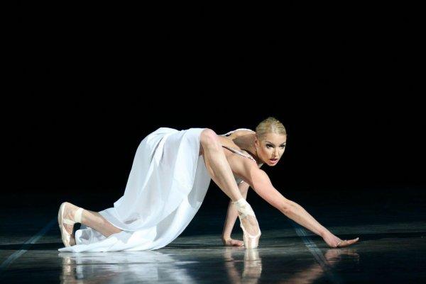 «Несчастный мужчина»: Партнера Волочковой по балету сравнили с подъемным краном