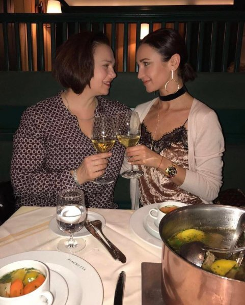 «Династия алкоголиков»: Бузову научила пить ее мама – Соцсети
