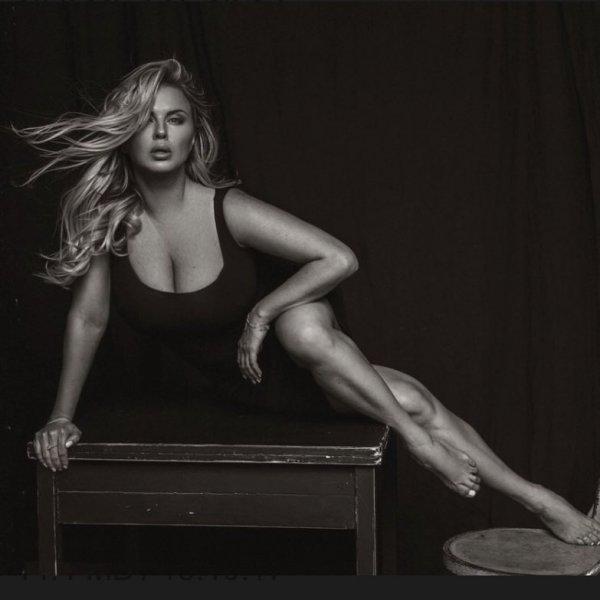 Скатывается в порно: Анна Семенович грудью сдерживает остатки славы