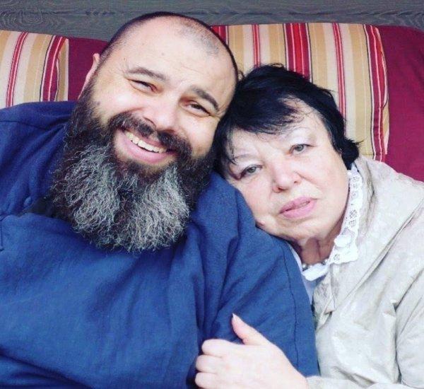 Максим Фадеев в Instagram трогательно поздравила маму с праздником