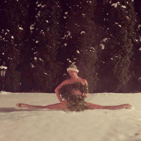 «Промежность простудишь!»: Голая Волочкова в шпагате на снегу шокировала даже хейтеров