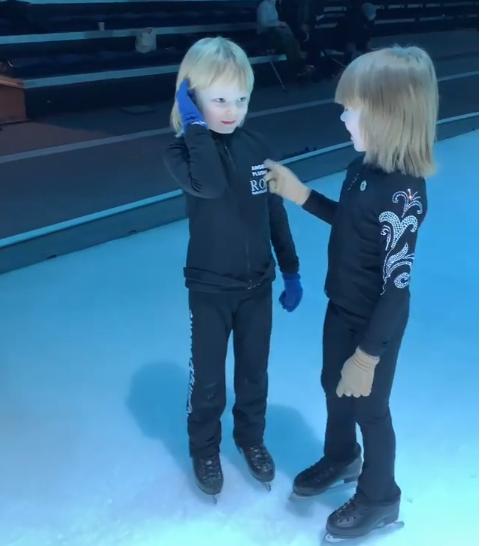 Клонировали мальчонку: Рудковская показала брата-близнеца своего сына