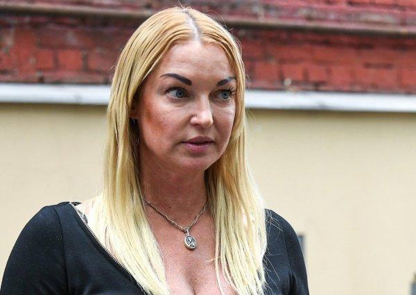 «Вся в дырах!»: Волочкова снова опозорилась из-за убогого наряда – соцсеть