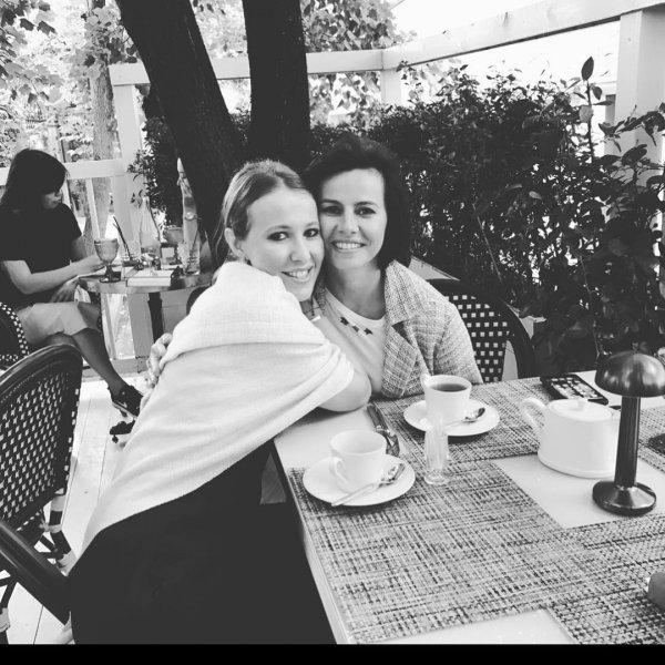 Ксения Собчак приятно удивила фанатов естественным фото с подругой