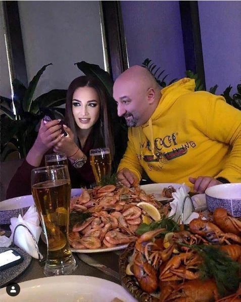 Сексуальная диета: «Лысый из бразерс» угостил Бузову раком