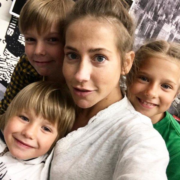 Молодой любовник бросил Барановскую с детьми в центре Нью-Йорка