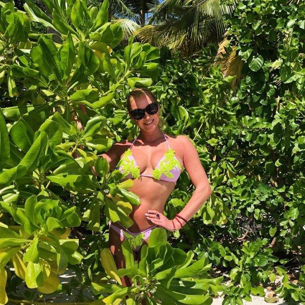 «Склероз на фоне алкоголизма?»: Волочкова возмутила фанатов однотипными фото с Мальдив