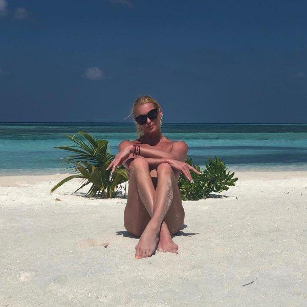 «Сорвала и воткнула в песок!»: Волочкова опозорила мальдивский пейзаж - соцсети