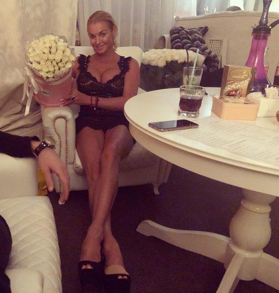 Закаленный алкоголик: Волочкова решила обойтись в день рождения без закуски