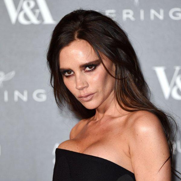 «Снять и сжечь!»: Виктория Бекхэм опозорилась из-за модного наряда – фанаты