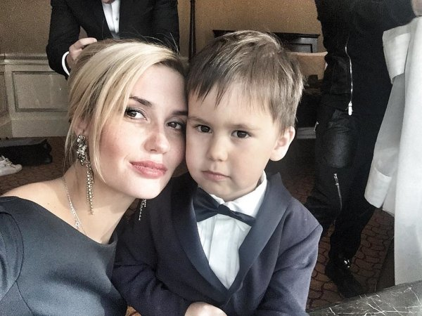 Отомстила: Агата Муцениеце ограждает сына от отца - Мнение