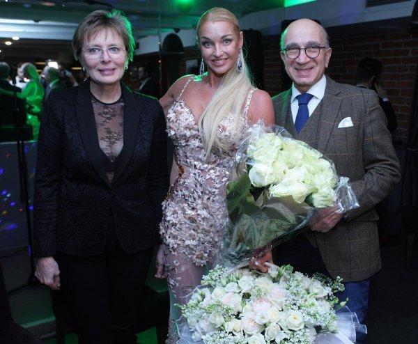 Пока дочь скитается: Любовник Волочковой мог подсадить её на наркотики и довести до реанимации