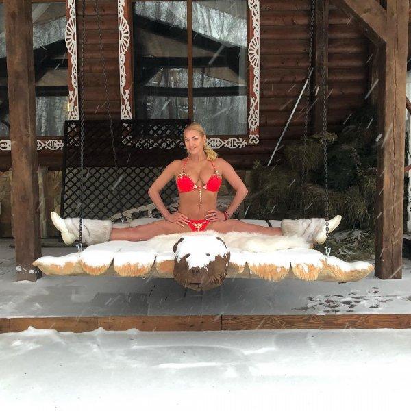 Сжались на морозе: Волочкова порезала фотошопом ноги и опозорилась