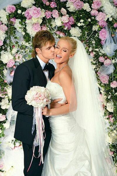 Две невесты одного футболиста: Тарасов каждый раз начинает с шикарной свадьбы