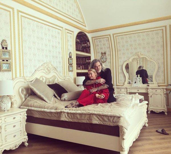 «Дом разврата без возврата»: Наручники Волочковой исчезли после прихода Джигурды