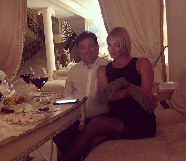 «Вообще Ку-Ку?»: Новый любовник запретил Волочковой прикасаться к мужчинам