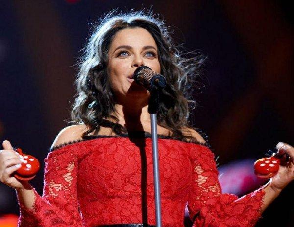 Прощай молодость!: Королева дебютирует провальный альбом в феврале