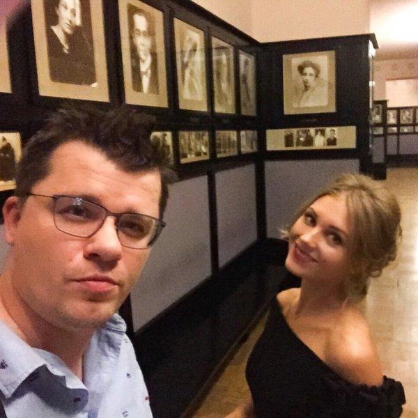 «А у Харламова и Асмус... все хорошо!»: Юморист рассказал о ситуации в семье своим подписчикам