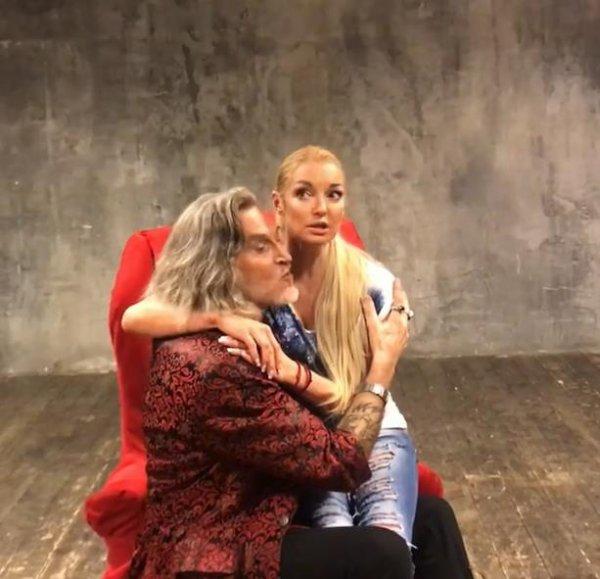 «Инцест с педофилией»: В пьесе Волочковой и Джигурды поклонники усмотрели странный смысл