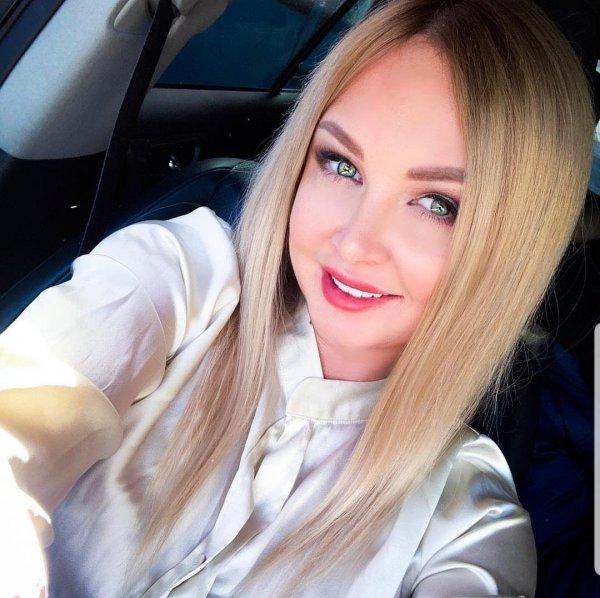 «Щеки волосами не скрыть»: Дарья Пынзарь стесняется своих пухлых щек, прикрывая волосами
