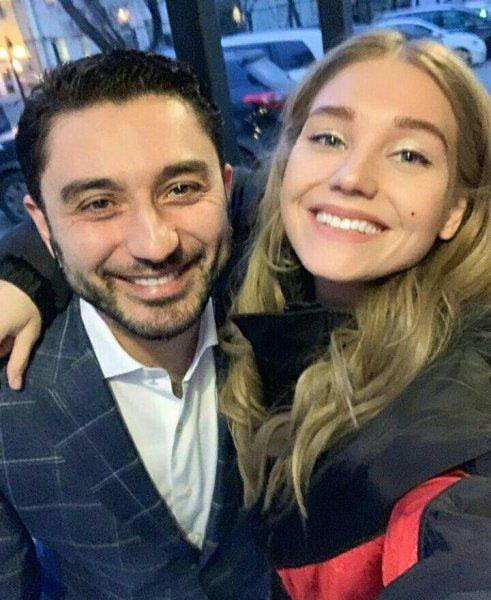 «Выглядит счастливой!»: Совместная фотография Асмус с другом вызвала много вопросов в сети