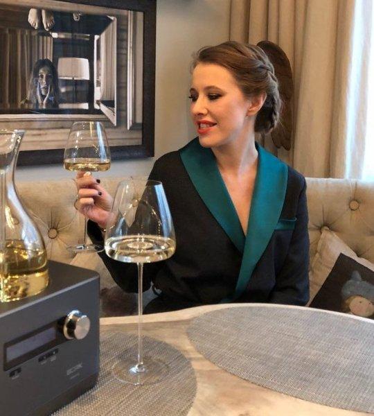 «Иди проспись, пьянь!»: Собчак на отдыхе в Катаре пристрастилась к выпивке - сеть